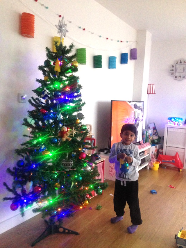 Xmas Tree - 6 Steps To Decorate A Christmas Tree €� The Woolies Way The Mummy