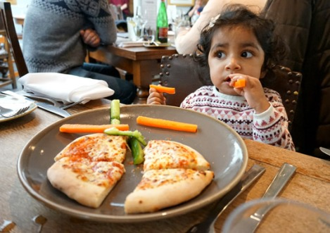 fox_and_hounds_englefield_green_family_sunday_lunch_windsor_kids_pizza