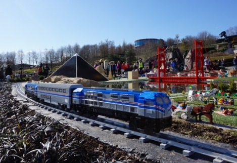 legoland_windsor_miniland_USA_amtrak_model_train
