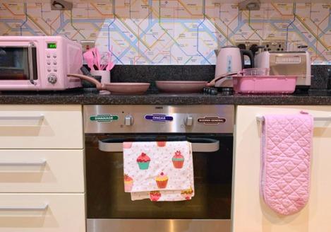 Pink-Kitchen-Subway-Tube-Wallpaper-2