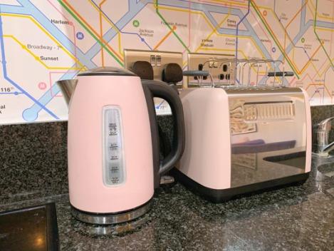 Pink-Kitchen-Subway-Tube-Wallpaper-6