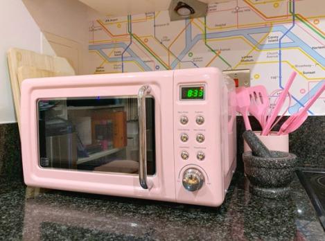 Pink-Kitchen-Subway-Tube-Wallpaper-7